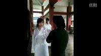 国产自拍:偷窥小师妹脱衣服结果被殴打 (1)