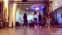 电音神曲《Seve》,国外美女完美鬼步舞演出!高能涌动