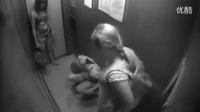 【美女脱衣恶搞系列】252_【冏囧】美女在电梯里。。。