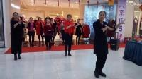 新年之夜大庆百货大楼美女们为大家即兴表演节目踩踩踩广场舞.大庆百灵上传录制
