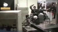 日本发明的美女机器人 能说话走路