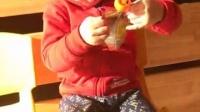 在幼儿园自己翻出来的零食,打不开!