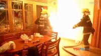 【拍客】消防员抱喷火煤气罐狂奔