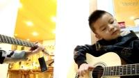 二年级小朋友郭昱涛 吉他独奏四季歌,节奏感很好哦!