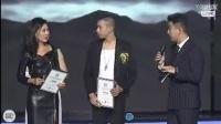 腾讯网副总编辑为MC天佑颁发YY年度盛典奖杯