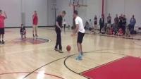 街球教授单挑la洛杉矶室内场众路人,街头篮球视频1篮球教程
