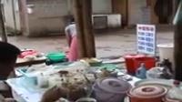 在缅甸果敢老街卖油条的四川妹纸