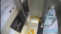 监拍男子银行卡被吞  砸不开ATM机后欲点燃液化气罐