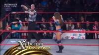 TNA塔拉嘲讽美女泰斯马克失败,被暴打,胸口也