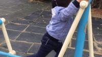 3岁小孩玩健身器材