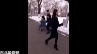 农村搞笑恶搞视频:二货太作孽学生也疯狂!