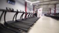 有一种办法可以让你在健身房跑步机上横着跑