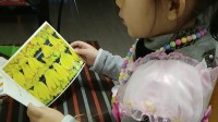 女儿读英文绘本