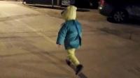 上街宝宝走的慢?让宝宝走路快点的积极性怎么培养?请看这里,乐迪加速