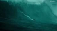 极限大片极盗者冲浪片段 10米巨浪险掀翻游艇