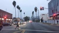 行驶在美国加利福尼亚洛杉矶好莱坞