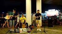 三帅哥组合街头翻唱单曲《不能说的秘密》,围观群众真多