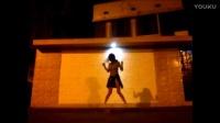 美女路灯下的鬼步舞,掌声已经代表不了什么了