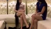 搞笑视频---这两长腿美女,谁敢娶啊