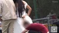 小罗恶搞2017_ 【路人为200美金偷拍美女裙底】搞笑视频逗逼傻缺笑死不偿命#