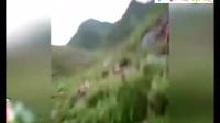 爆笑视频 广西仔用辣条救美女 笑安逸了!