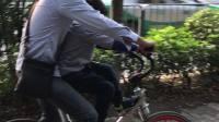 父子骑单车