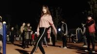 美女yy滢滢在南昌某小区练习韩舞《怦然心动》