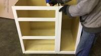 门框表面需要打磨又直又锋利,减小柜子之间缝隙.MOV
