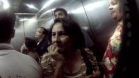 电梯放屁恶搞