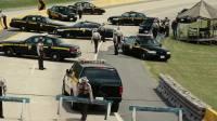 《狂暴飞车》尼古拉斯·凯奇被包围 菲德内尔逗趣解救
