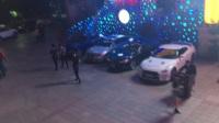 杭州一酒吧举办活动 现场美女豪车云集