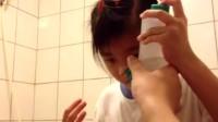 超乖的女宝宝演示盐水洗鼻子,鼻炎和感冒的朋友都可以试试!