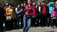 牛仔裤美女跳舞