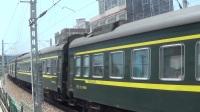 2017年五一小长假拍火车——DF4D牵引K149次列车离开玉林站,尾部挂一节硬卧车和一节硬座车(亮点)