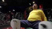 请问健身房用哪个机器比较容易泡到妞?