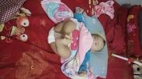六个月的宝宝竟然会拍脚