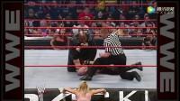 WWE凯恩VS大V老爹,女选手丽塔想帮凯恩结果遭殃