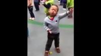 搞笑视频:小孩歌唱丈母娘