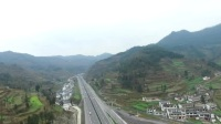 航拍贵州毕节高速公路车辆