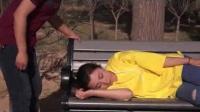 朔州一美女在公园睡着了,被俩个男子......