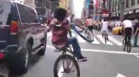 开挂的印度小阿三 骑自行车