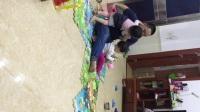 两个宝贝和爸爸在玩