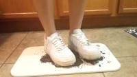 美女NIKE运动鞋片段