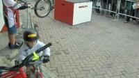 国外小朋友骑行KOKUA的视频  Jackson g3