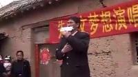 大衣哥朱之文回农村老家开演唱会, 板车作舞台, 整个村里人都来了