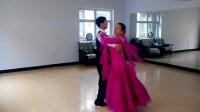 交谊舞《走进新时代》。表演:韩家庆、李丽萍。