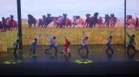 中央民族大学演出舞蹈《奔腾》