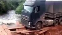 重载货车穿越危险道路, 3米宽的悬崖绝壁, 司机是怎么拐弯的?