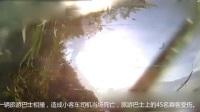 监拍日本高速路离奇车祸:轿车迎面砸向行驶大巴