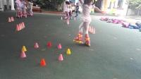 初级轮滑教学(前滑右交叉压步练习)